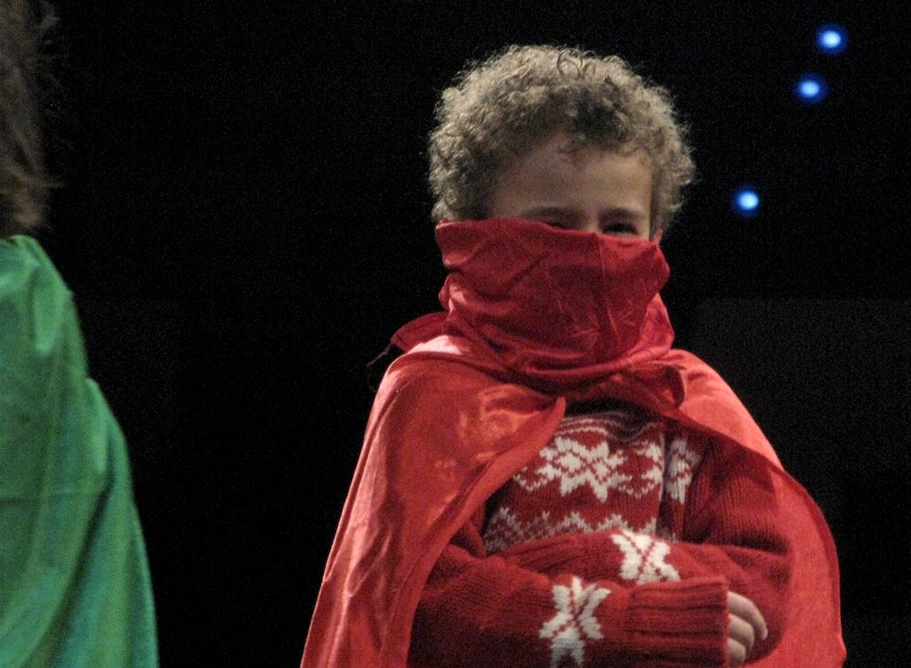 Taller con los niños en el documental La Danza de la Vida