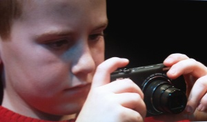 Miguel haciendo de fotógrafo en el Taller del La Danza de la Vida.